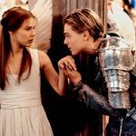 Leta 1996 je takrat 16-letno Claire Danes, soigralko iz romantične drame Romeo + Julija, najprej ljubil v filmu, nato pa še v resničnem življenju. (foto: Profimedia)