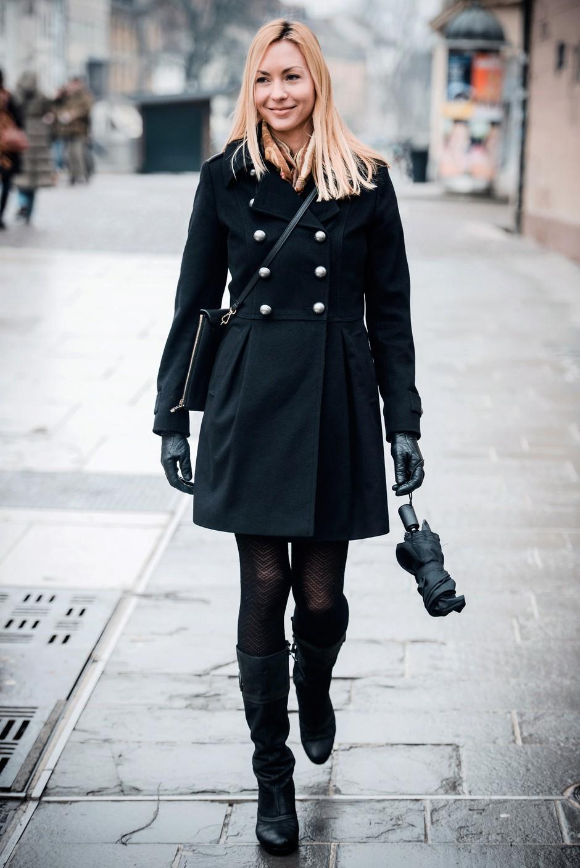 Barbara je samozavestna poslovna ženska v vedno elegantni črni. (foto: Robert Ribič)