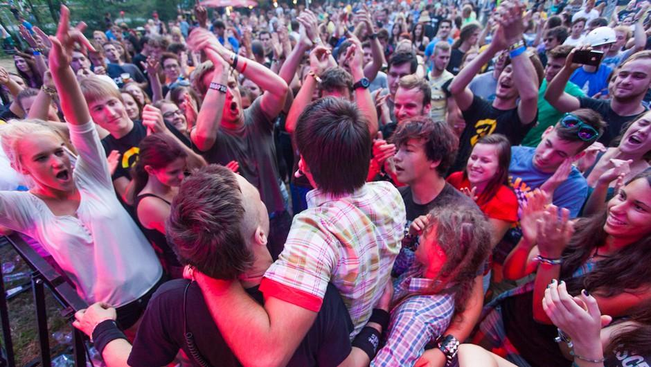 Elvis Jackson med množico (foto: promocija festivala Švic)