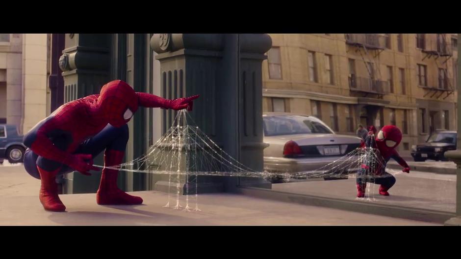 Tudi superheroji morajo nahraniti otroka v sebi (foto: Evian)
