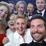 Selfie z oskarjev: Ellen de Generes Bradley Cooper Jennifer Lawrence Jared Leto Brad Pitt Angelina Jolie Julia Roberts Kevin Spacey (foto: profimedia)