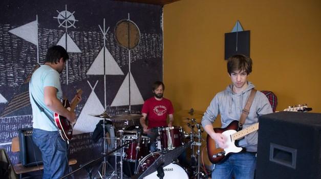 Urbani superheroji razbijajo tabuje in združujejo glasbenike (foto: foto: Marko Knehtl)