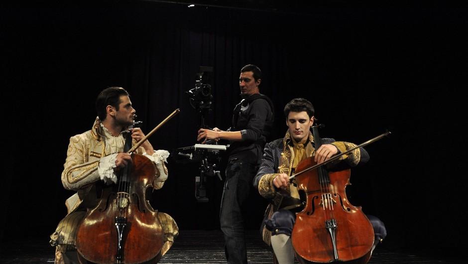 Andrea Bocelli in 2Cellos napovedujejo glasbeno senzacijo