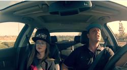 Oče in hčerka, ki sta z zabavo v avtomobilu navdušila splet