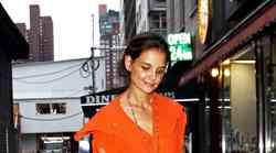 Katie Holmes v živahni oranžni