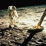 Neil Armstrong je bil prvi človek, ki je hodil po Luni. Fotografija z den, 21. julij 1969. (foto: profimedia)