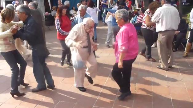 Sto let, sto plesnih korakov! (foto: YouTube)
