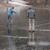 Kaj narediš, če prijatelj stoji na tankem ledu? Pod noge mu vržeš ogromen hlod, seveda.