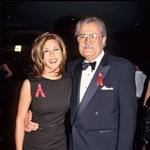 Njen 81-letni oče, prav tako igralec John Aniston, se je od njene mame Nancy Dow ločil, ko je bila Jennifer stara devet let.  (foto: Profimedia, Getty Images)