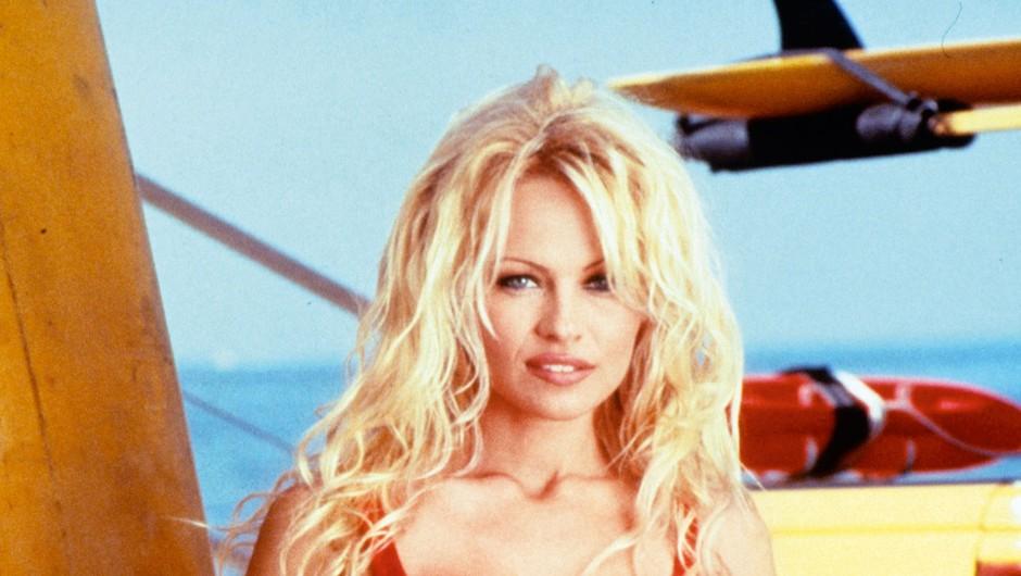 V seriji Obalna straža, ki smo jo gledali 11 sezon, so se proslavili številni zvezdniki, med njimi tudi Pamela Anderson.  (foto: Profimedia)