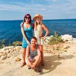Nekaj dni je Nika med  poletjem preživela z  mamo Janjo Pušl in  babico Nino.  (foto: osebni arhiv)