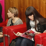 Dekle z naslovnice: preko prve ovire (foto: Helena Kermelj)