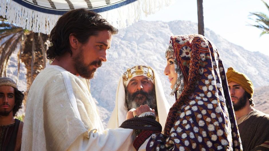 Christian Bale blesti v vlogi Mojzesa. (foto: Profimedia)