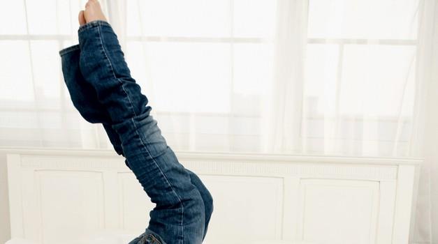 Zakaj ne bi vsaj za en dan ignorirala teh tesnih kavbojk?  (foto: Getty images)