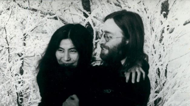 Ko je Marka njegova draga  nazadnje obiskala v zaporu, sta skupaj molila za danes 81-letno vdovo Yoko Ono.  (foto: Profimedia)