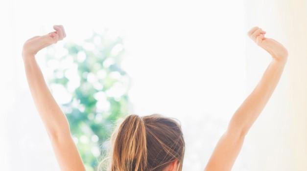 4 stvari, ki jih zdravi ljudje storijo takoj, ko vstanejo (foto: Profimedia)