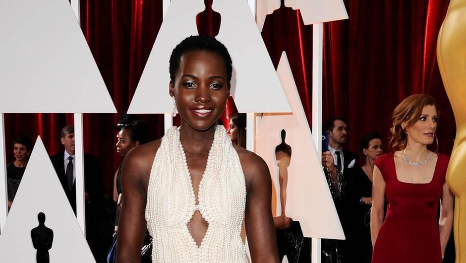 Lupiti Nyong'o ukradli slovito belo obleko!  (foto: Profimedia)