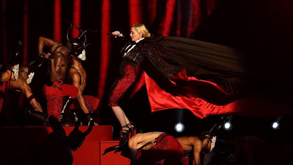 Brit Awards 2015 zaznamoval Madonnin padec z odra (foto: Profimedia)