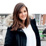 Eva, 20 let: Več bi se morala družiti z ljudmi z Gimnazije Poljane kot s tistimi iz moje šole, saj bi tako prej spoznala mojega sedanjega fanta. (foto: Tjaša Kopušar)
