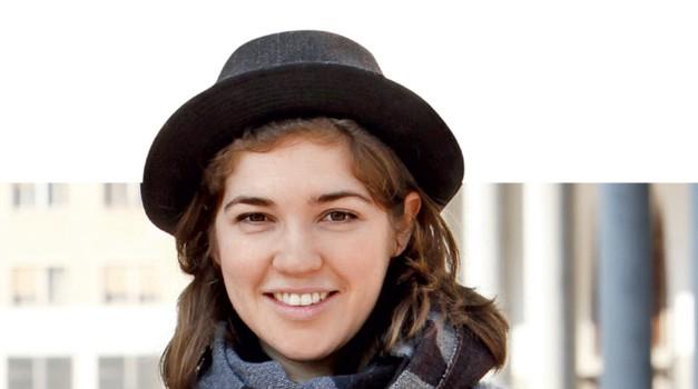 Katarina, 25 let: Pred kratkim sem prebrala knjigo v nemščini Die Arbeit der Nacht, napisal jo je Thomas Glavinic. Govori o Dunajčanu, ki se nekega dne zbudi in ugotovi, da je na svetu sam.  (foto: Helena Kermelj)