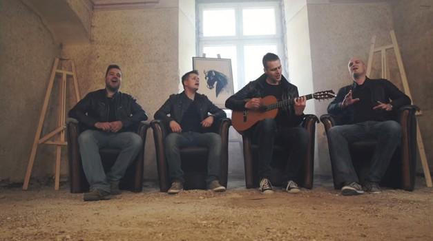 "Vrhunsko: Tako je slišati Maraaya v ""klapa"" verziji (foto: Youtube)"