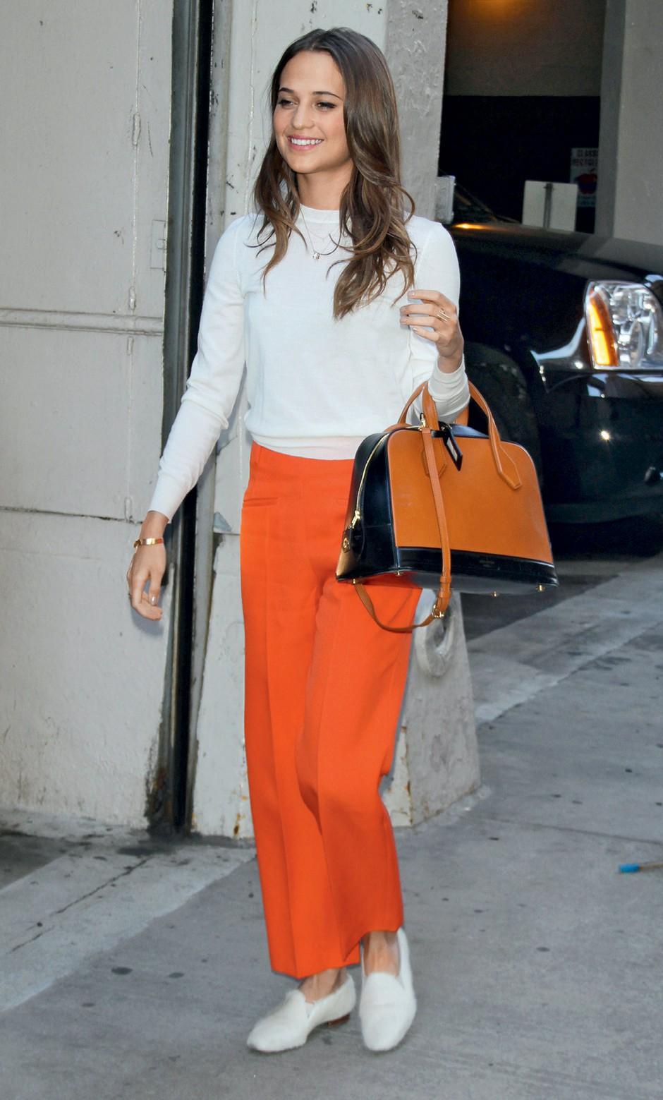 Modni ulov: Alicia Vikander barvito minimalistično (foto: Profimedia)