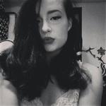 """FOTO: Maraayina """"violinistka"""" je v resnici noro seksi ženska! (foto: Facebook)"""