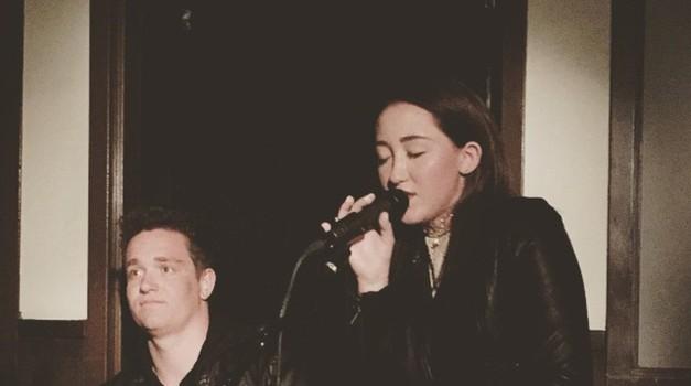Wau! Tudi Noah Cyrus, sestra slovite Miley, odlično poje! (foto: Profimedia)