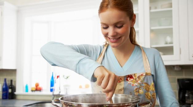Kuhinja je velik porabnik elektrike. Že veš, kako je porabiti manj? (foto: Profimedia)