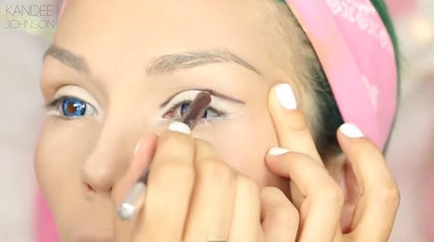 Kandee Johnson navdušuje s svojimi make up preobrazbami. Tokrat se je spremenila v lutko Barbie.  (foto: Youtube)