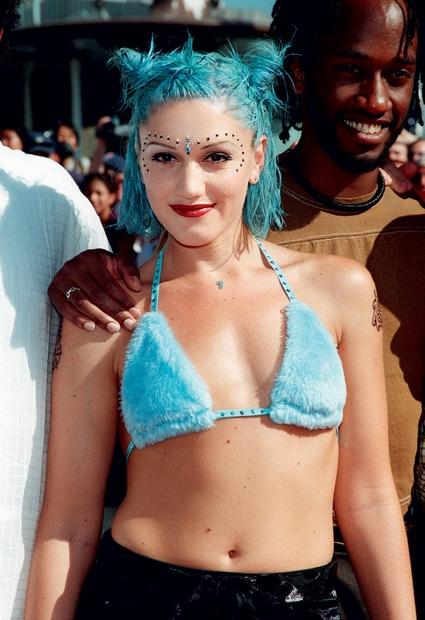 Gwen Stefani leta 1998: Gwen, ni zgolj ena prvih vsestranskih zvezdnic, je tudi ena prvih, ki je pomislila, da bi …