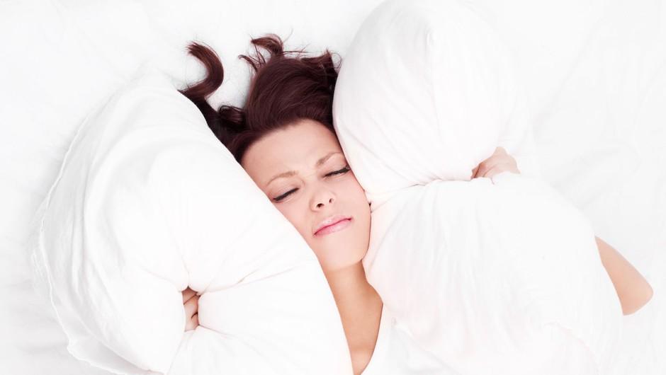 Kako zaspati, ko se ti po glavi podijo skrbi? (foto: Profimedia)