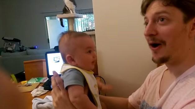 3-mesečni Ben s svojim očetom Tedom. (foto: Youtube)