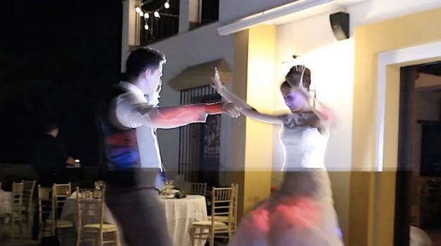 Je to najboljši otvoritveni ples mladoporočencev vseh časov? (foto: YouTube print screen)