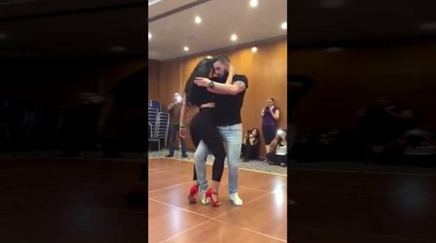 S seksi plesom na pesem iz filma 50 odtenkov sive osvajata splet! (foto: Youtube)