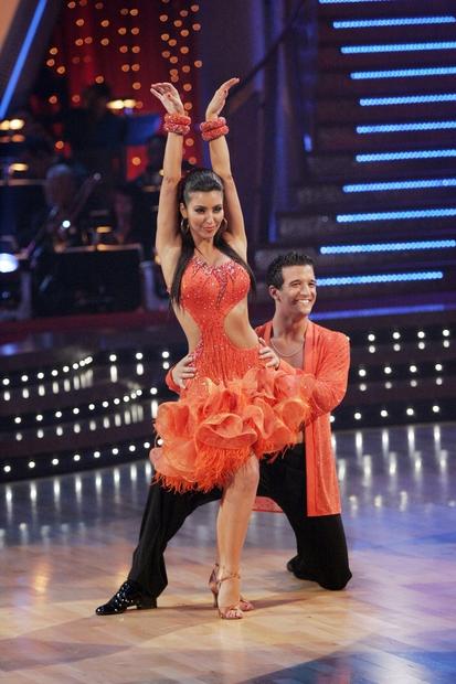 … imela Kim ves čas veliko težav z učenjem plesnih korakov.