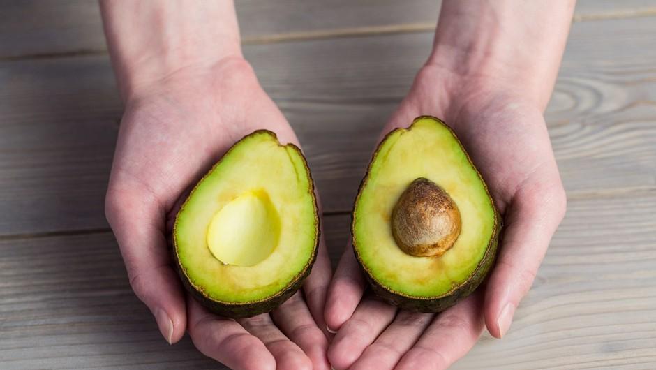 Trik: Kako ugotoviš, da je avokado ravno prav zrel? (foto: Profimedia)