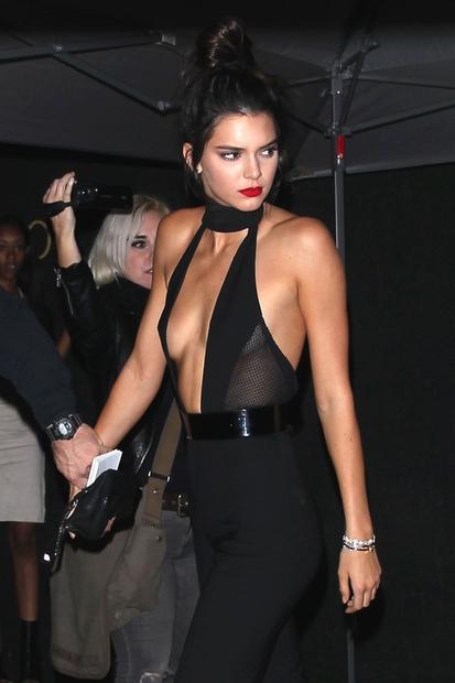 Kendall Jenner je z veliko manjšim pompom kot njena sestra Kylie Jenner praznovala svoj 20. rojstni dan. Slavljenka je bila …