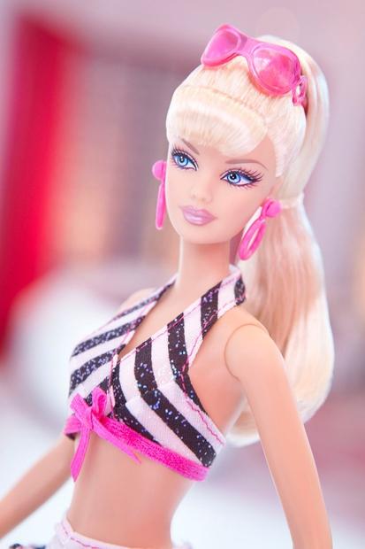 Slavno podjetje Mattel je prvo barbiko izdelalo davnega leta 1959. Takrat si trije družinski člani, ki so podjetje ustanovili, zagotovo …