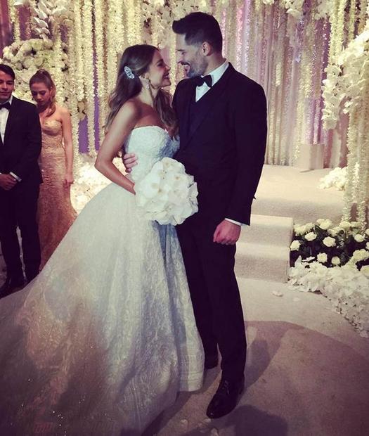 43-letna Sofia Vergara in 38-letni Joe Manganiello sta v nedeljo na čudoviti poroki na Floridi dahnila usodni da. Poroka, ki …