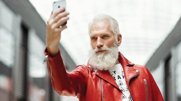 Paul Mason - mož, ki se skriva za seksi Božičkom, je model že 30 let, in te dni izvablja nasmehe …