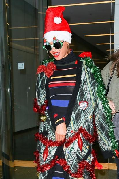 Beyoncé so namreč ujeli oblečeno v božično drevesce! No, točneje je šlo za ...