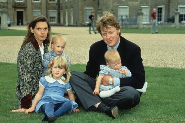 Rodila se je sicer v Veliki Britaniji, otroštvo pa je po ločitvi staršev z mamo Victorio Lockwood preživela v Južnoafriški …