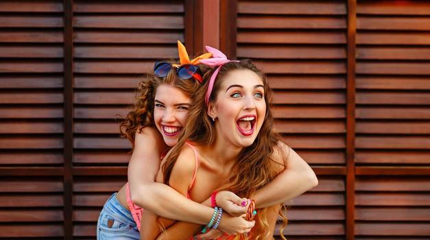 V tem življenjskem obdobju lahko vzpostaviš največ trajnih prijateljstev (foto: Profimedia)