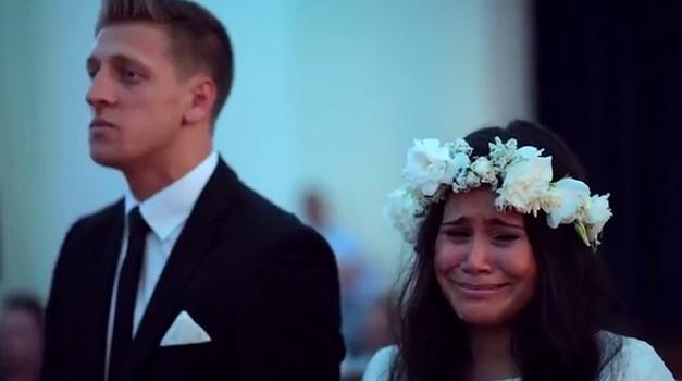 VIDEO: Svatje so nevesto in ženina s haka plesom ganili do solz (foto: Youtube)