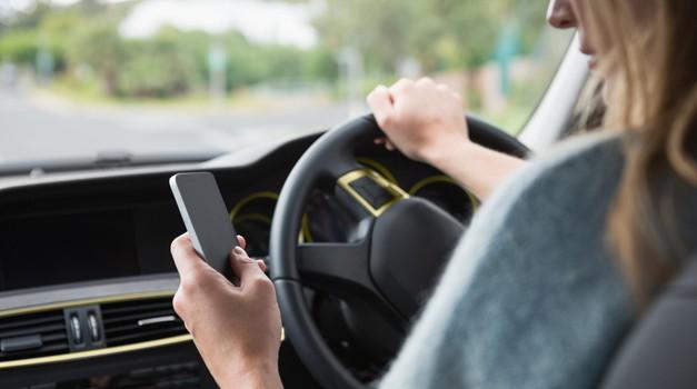 Se zavedaš nevarnosti 'tekstanja' med vožnjo? (foto: Profimedia)