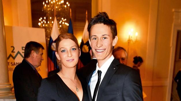Petra podpira vsestransko nadarjena Mina Lavtižar. (foto: Zaklop.com)