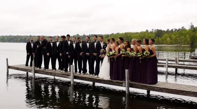 VIDEO: Nesreča na poroki se konča s slavljenci v jezeru! (foto: YouTube print screen)
