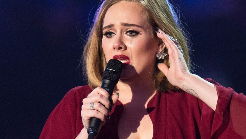 VIDEO: Zmagovalka Adele tako ganjena in objokana, da je komaj govorila (foto: Profimedia)