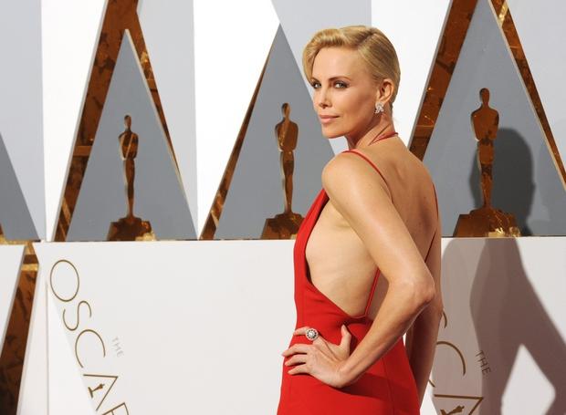 Oskarji 2016: 15 najlepših oblek z rdeče preproge (FOTO)